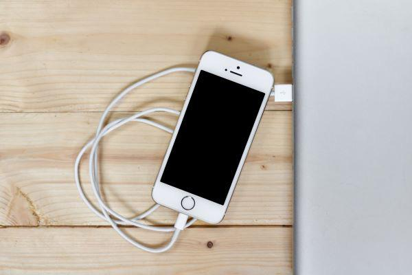 CHARGE YOUR PHONE WITHOUT A CHARGER